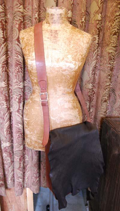 鹿革と牛革のコンビ 斜めがけバッグ_f0155891_1494334.jpg