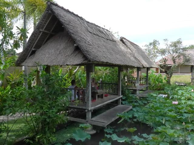 バリ島へ行く。⑭ ~ブランコと蓮の池があるカフェ~_f0232060_11482589.jpg
