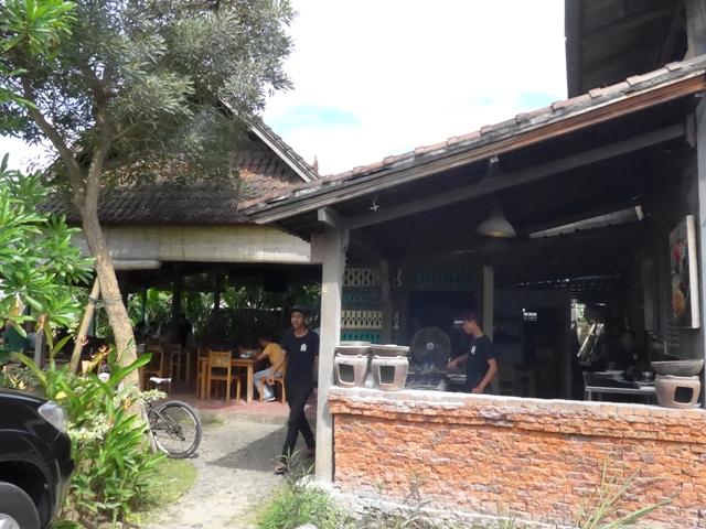バリ島へ行く。⑭ ~ブランコと蓮の池があるカフェ~_f0232060_11553316.jpg