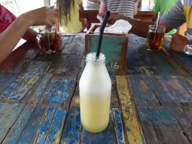 バリ島へ行く。⑭ ~ブランコと蓮の池があるカフェ~_f0232060_1243622.jpg