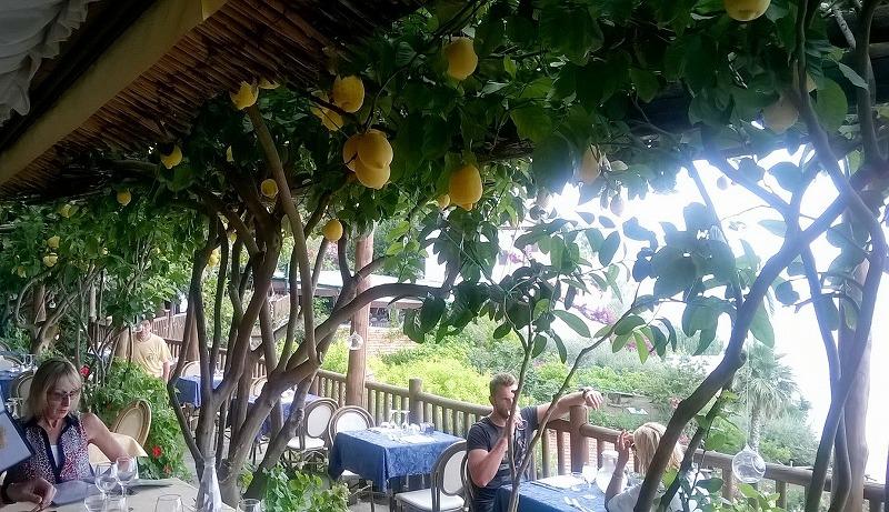 アマルフィ海岸の隠れ家レストラン_e0224461_22595480.jpg