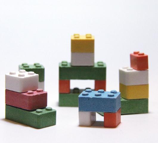 レゴ・ブロック(LEGO)が1億5千万ドル(180億円)かけて環境に優しい新素材開発へ_b0007805_21243512.jpg
