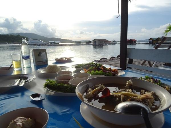 ホテルの食事より美味しかった☆プーケット旅行最終日_e0182138_16565749.jpg