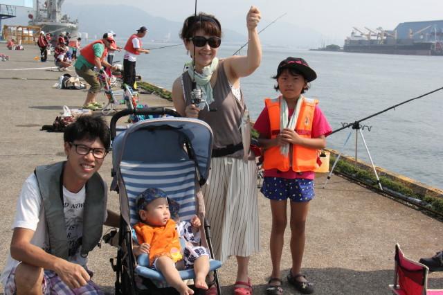 日の出埠頭解放釣りフェスタ好天・好漁!!_f0175450_1644376.jpg