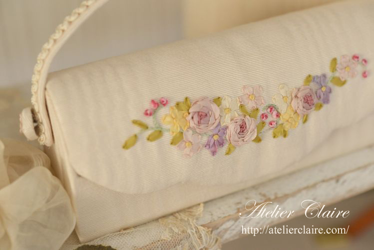 【3つのステッチで花刺繍のカルトナージュ】_a0157409_08370814.jpg