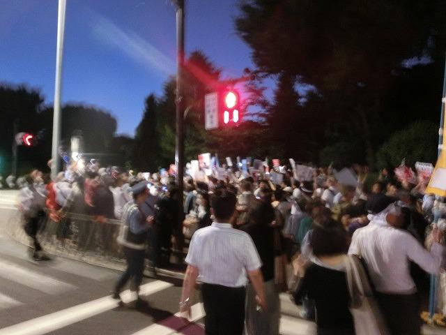 シールズ(SEALDs)の国会前集会に参加 「解釈改憲、絶対反対」_f0141310_7261120.jpg