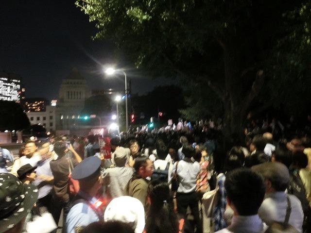 シールズ(SEALDs)の国会前集会に参加 「解釈改憲、絶対反対」_f0141310_7264871.jpg