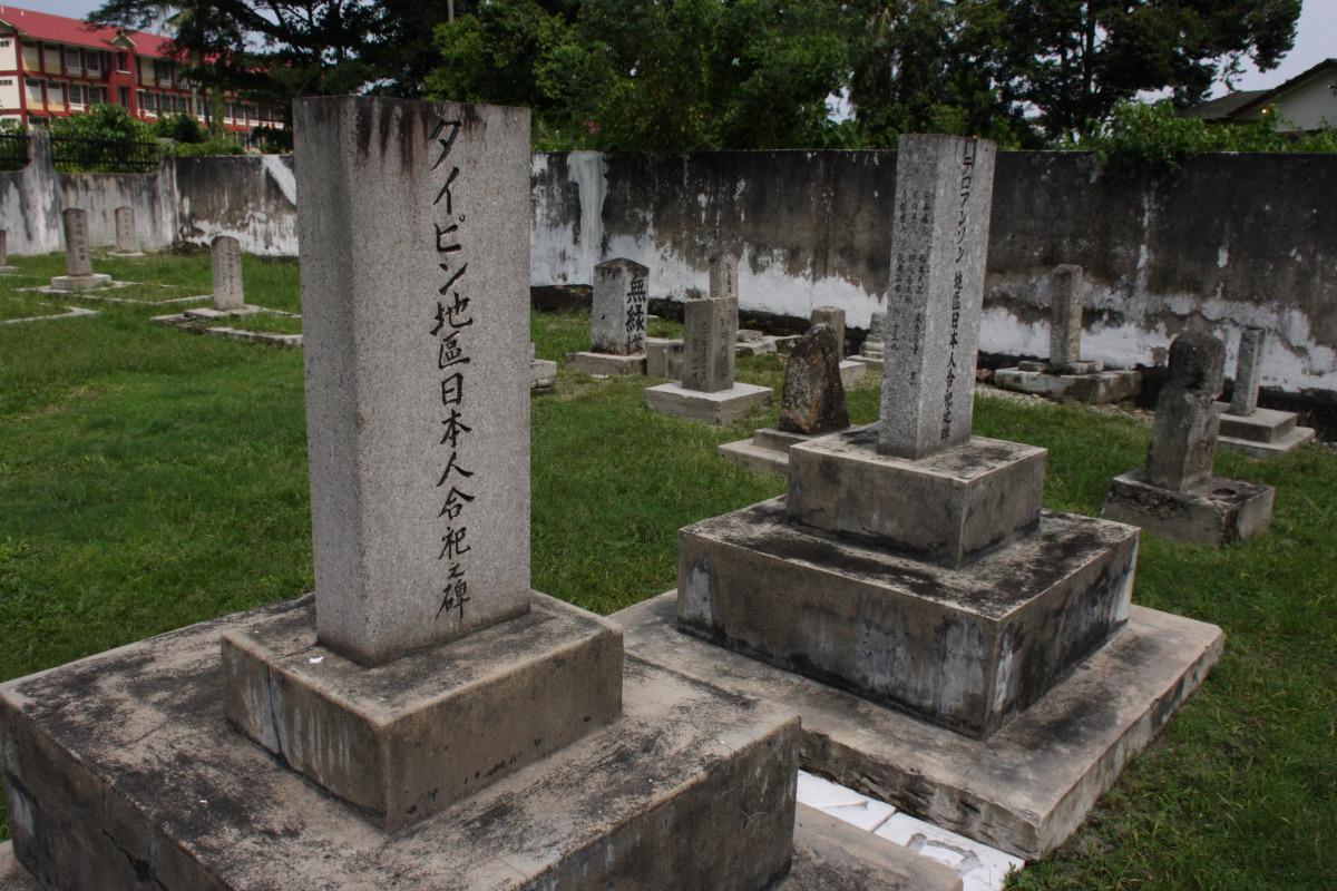 イポー  日本人墓地、「からゆきさん」の墓標_b0061717_2317039.jpg