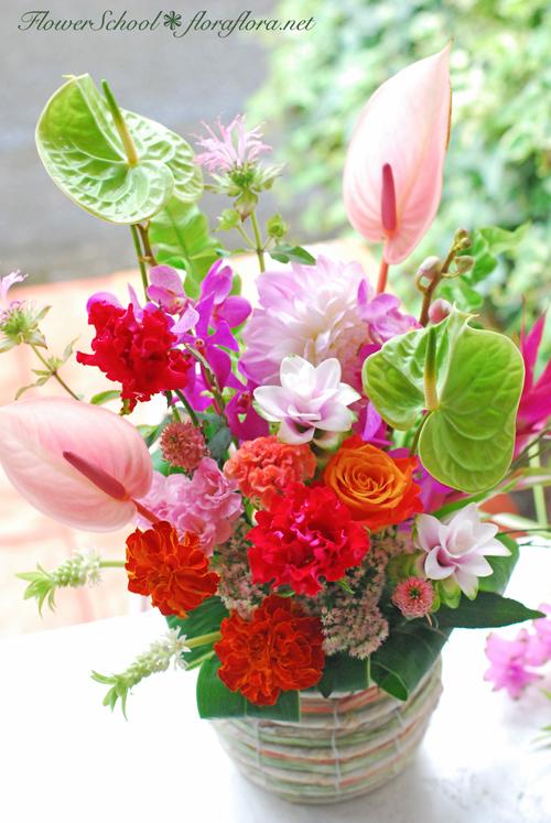 7月おへその月曜日* フローラフローラちいさな花の教室7月のアレンジ トロピカルフラワーをいける_a0115684_14122322.jpg