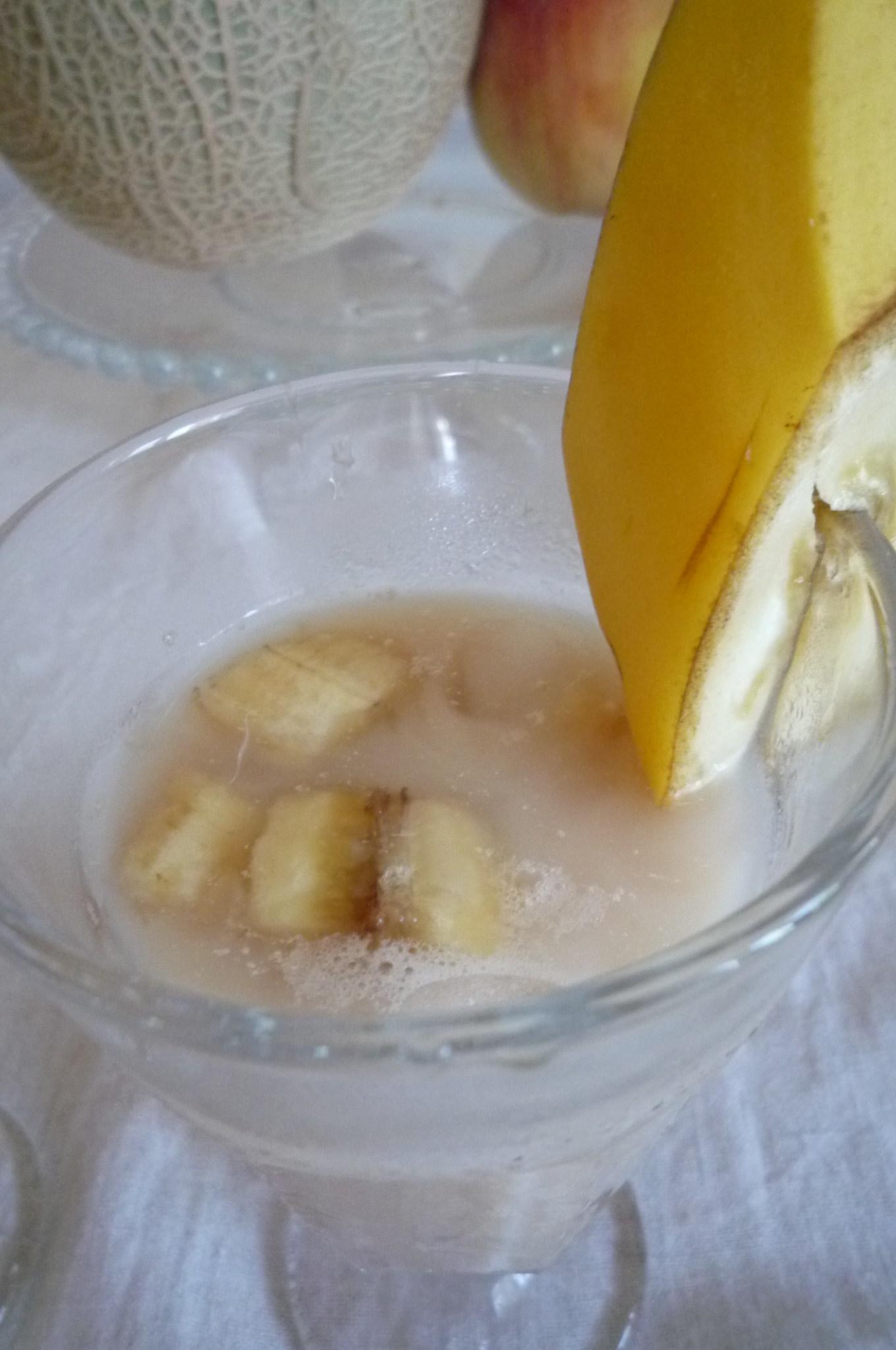 桃とバナナのアイスティー_c0332287_14522757.jpg