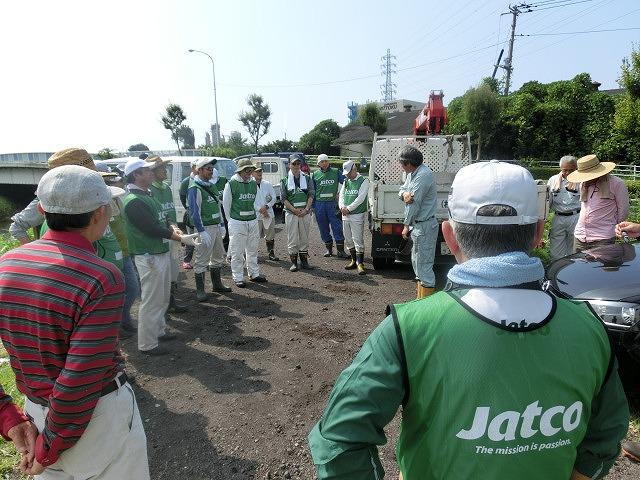 暑い中、強力な助っ人20名以上で完遂! 滝川の草刈り清掃_f0141310_7472693.jpg