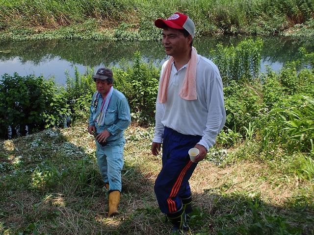 暑い中、強力な助っ人20名以上で完遂! 滝川の草刈り清掃_f0141310_750472.jpg
