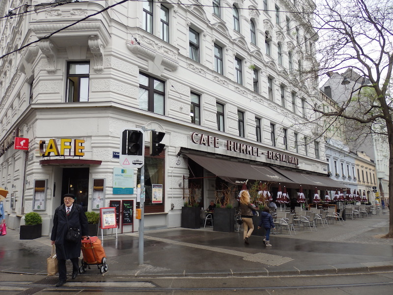 ウィーンの老舗コーヒーハウスで...