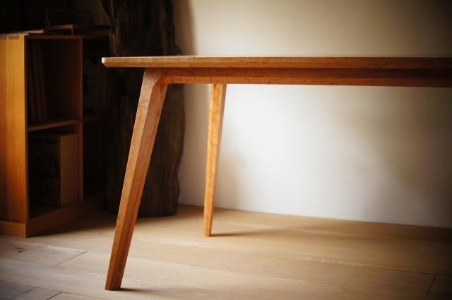 ブラックチェリーのダイニングテーブル_a0122528_01160008.jpg