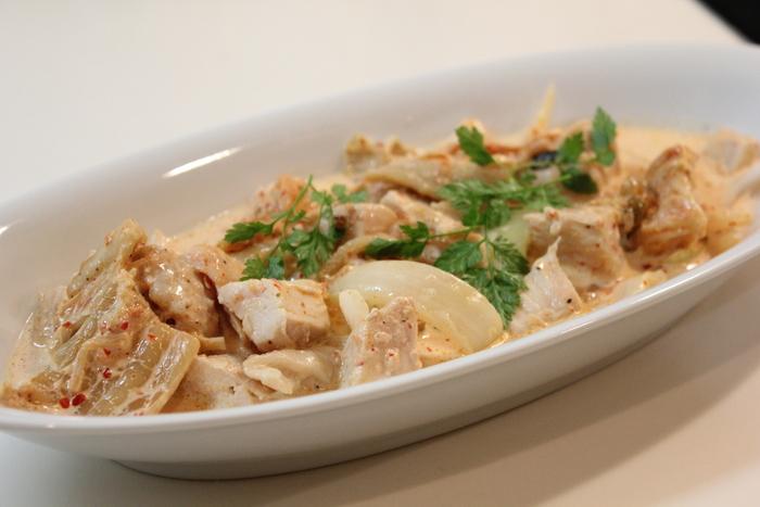 流行りモンに弱いモンで、流行りのサラダ2種。冷凍卵のサラダにスモーキーポテトサラダ。_a0223786_1711080.jpg