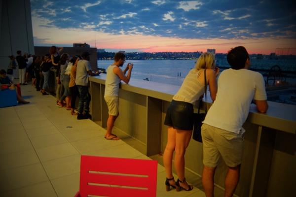 NYの新しい夜景スポット、ホイットニー美術館の屋外スペース_b0007805_124347.jpg