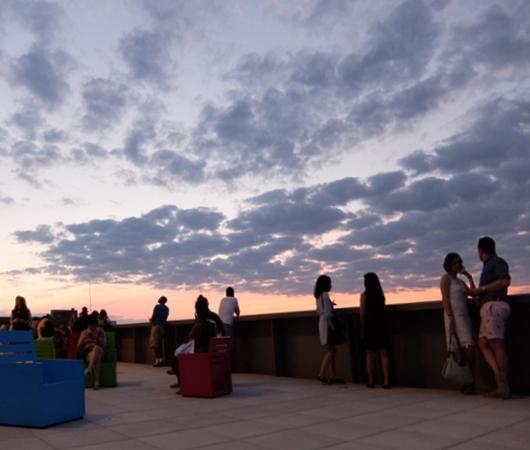 NYの新しい夜景スポット、ホイットニー美術館の屋外スペース_b0007805_12435254.jpg
