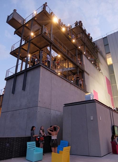 NYの新しい夜景スポット、ホイットニー美術館の屋外スペース_b0007805_12441114.jpg