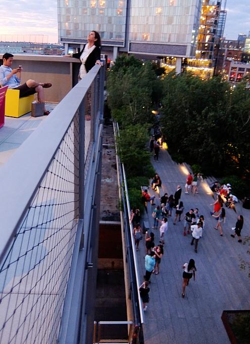 NYの新しい夜景スポット、ホイットニー美術館の屋外スペース_b0007805_1247653.jpg