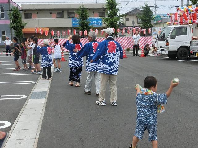 新しいJA島田支店駐車場で行われた津田・荒田島の「てんのさん」_f0141310_7352889.jpg