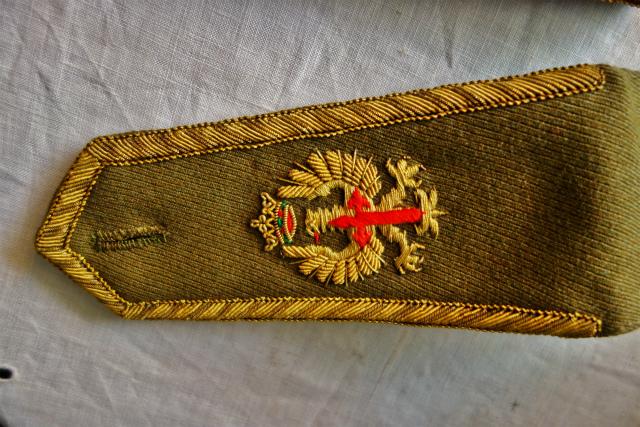 スペイン軍服肩章_f0112550_23294640.jpg