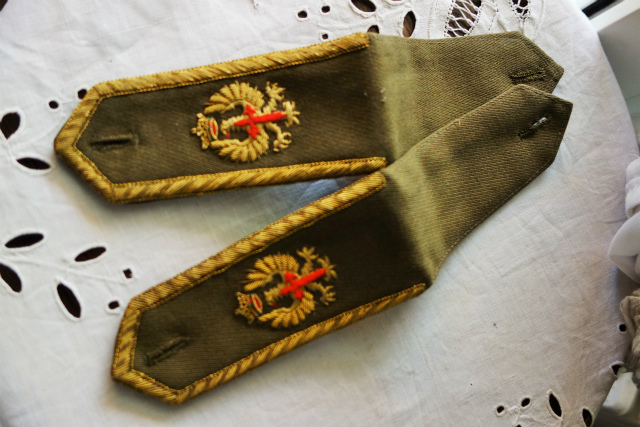 スペイン軍服肩章_f0112550_23294673.jpg