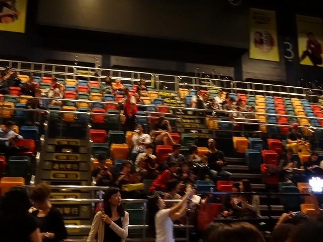 伊利沙伯體育館 客席_b0248150_09195701.jpg