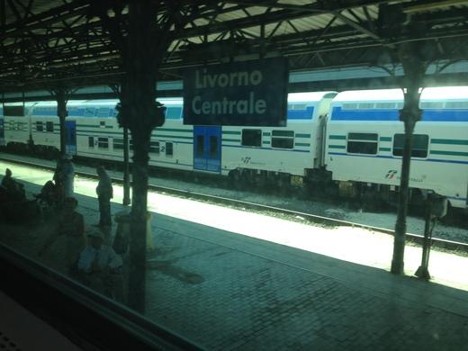 イタリアの車窓から カスティリオンチェッロ-ピサ中央駅_a0136671_05043.jpg