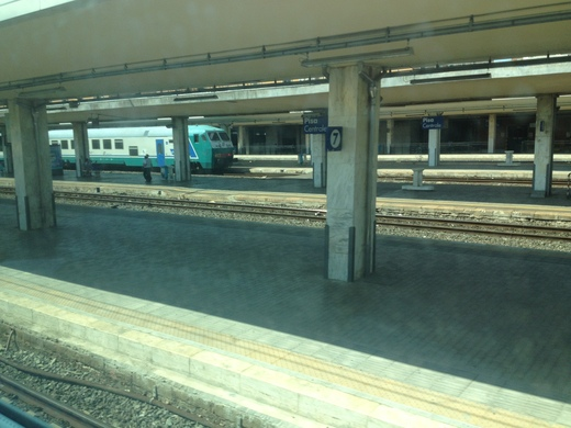 イタリアの車窓から カスティリオンチェッロ-ピサ中央駅_a0136671_133088.jpg