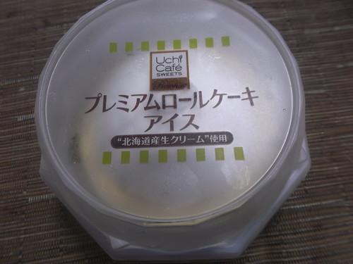 プレミアムロールケーキアイス_f0076001_2354135.jpg