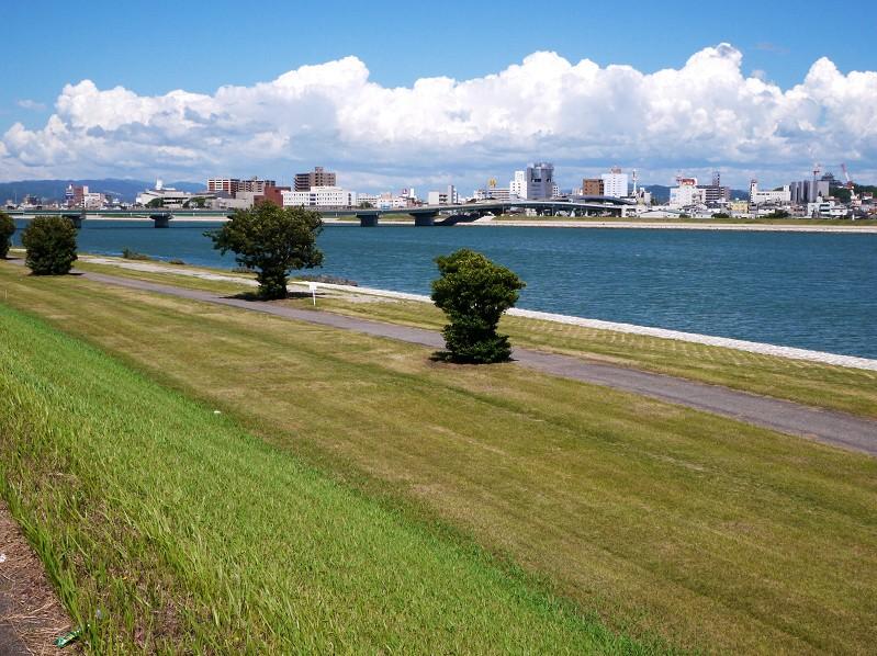 川のある風景_b0093754_2219752.jpg