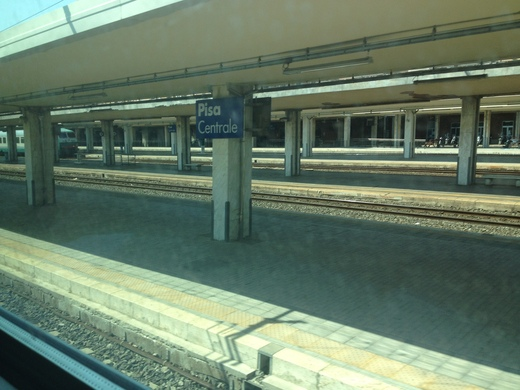イタリアの車窓から ピサ中央駅ーエンポリ_a0136671_10521047.jpg