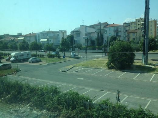 イタリアの車窓から ピサ中央駅ーエンポリ_a0136671_11291510.jpg