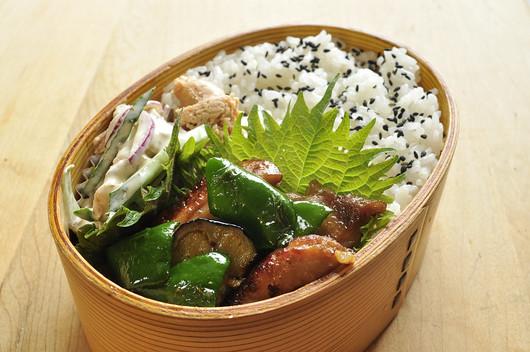 醤油鶏野菜炒め弁当_b0171098_8195454.jpg