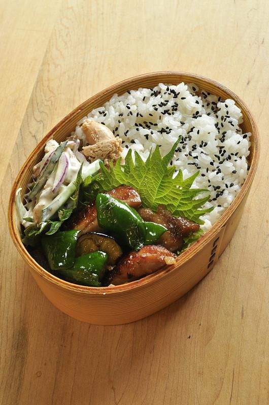 醤油鶏野菜炒め弁当_b0171098_8201357.jpg