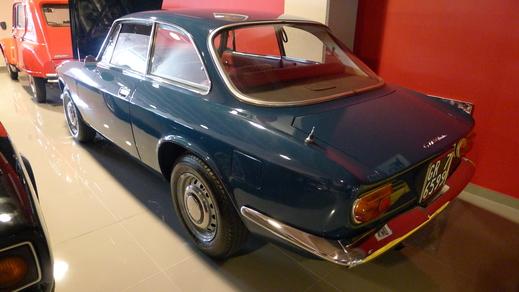 67y Alfaromeo Giulia Sprint GT Veloce and 70y Giulia GT junior1.3_a0129711_14514745.jpg