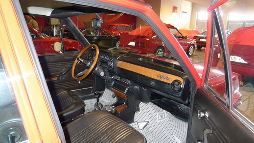 67y Alfaromeo Giulia Sprint GT Veloce and 70y Giulia GT junior1.3_a0129711_15172099.jpg