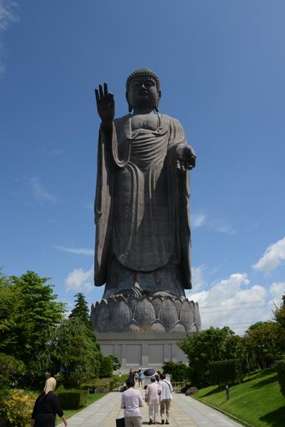 すごい!全長120mの巨大珍大仏!茨城の牛久大仏_e0171573_2025428.jpg