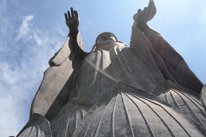 すごい!全長120mの巨大珍大仏!茨城の牛久大仏_e0171573_2025869.jpg