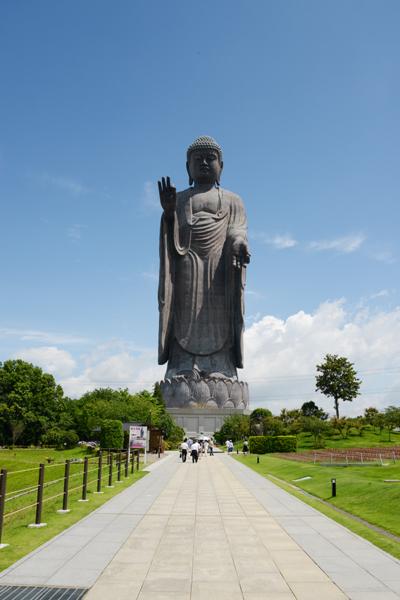 すごい!全長120mの巨大珍大仏!茨城の牛久大仏_e0171573_2034830.jpg