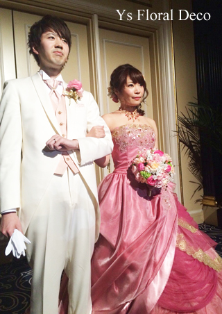 ピンク色のドレスにあわせるミックスカラーのブーケ_b0113510_1153016.jpg