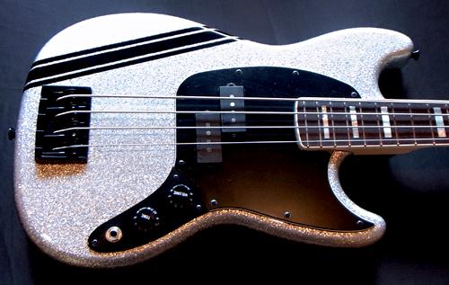 斉藤さんオーダーの「Gastank Bass Custom」が完成!!!!!_e0053731_16422880.jpg