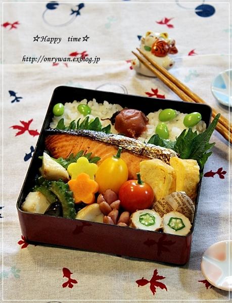 鮭弁当と自家製梅干し♪_f0348032_18585644.jpg