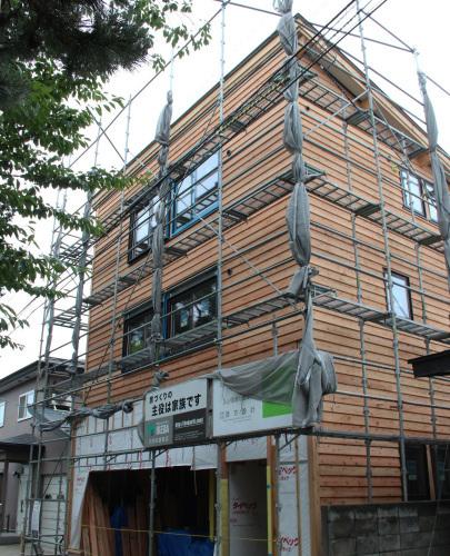 栄町公園の家:3階赤ナマハゲ秋田杉_e0054299_10120841.jpg