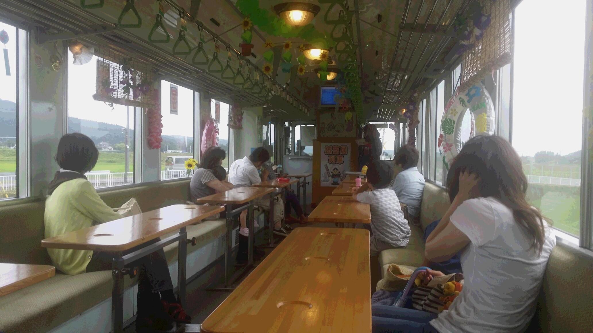 紙芝居列車定期運行!子供たちが乗ってくださってます。_d0005807_872038.jpg