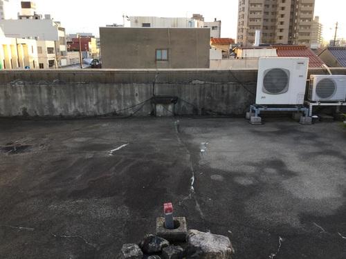 屋上の防水工事 1日目_b0182530_13315244.jpg