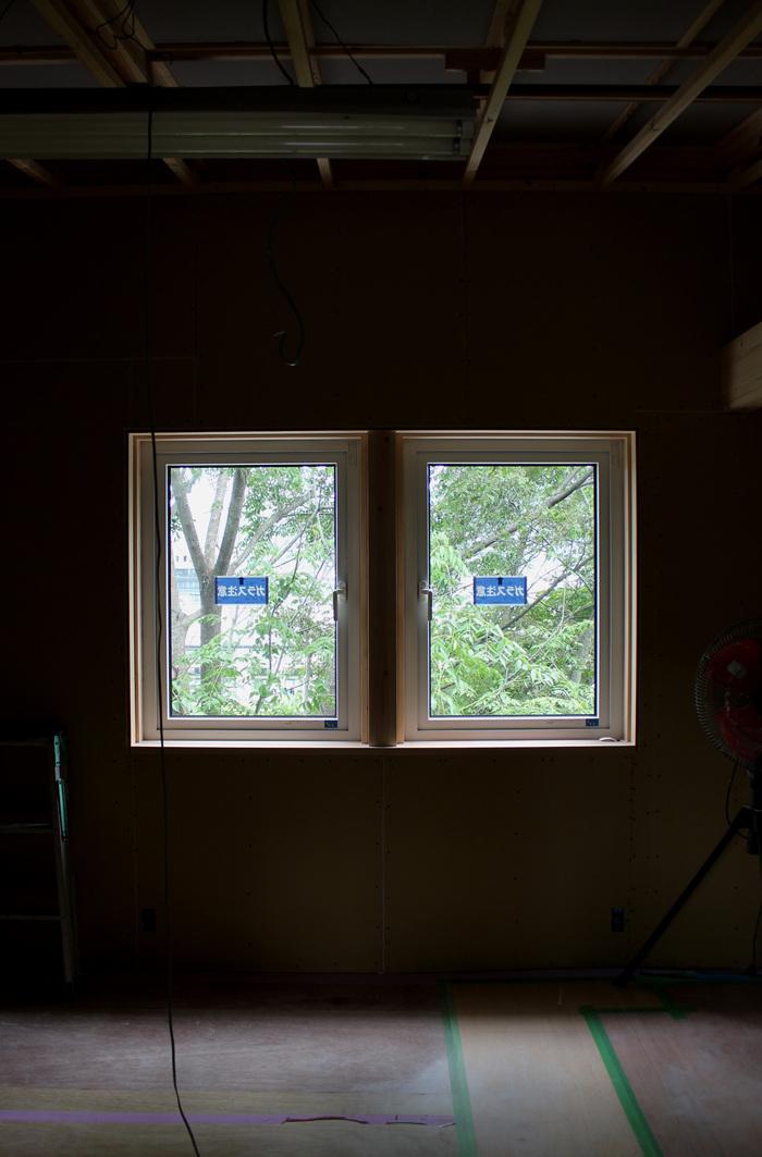 窓越しの風景2_d0082238_1944306.jpg
