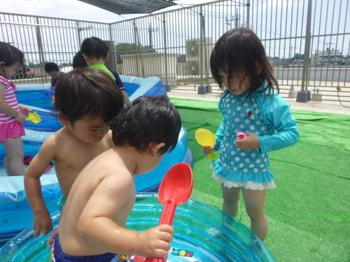 プールが始まりました(ひよこ・りす)_f0327175_18555643.jpg
