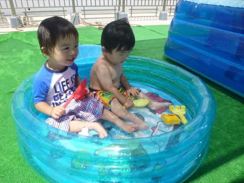 プールが始まりました(ひよこ・りす)_f0327175_18575453.jpg
