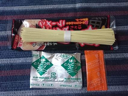 サンポー食品(株) 博多とんこつラーメン_b0042308_6365231.jpg